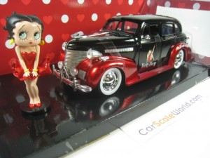 CHEVROLET MASTER DELUXE 1939 WITH BETTY BOOP FIGUR