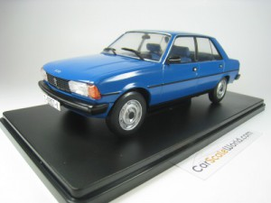 PEUGEOT 305 1980 1/43 IXO SALVAT (BLUE) WITH BLIST